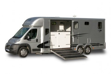 image  valiant-five small-horsebox